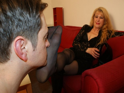 Milf Mistress Feet Smelling