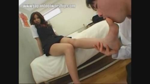 Japanese Girl foot worship in brown pantyhose